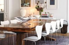 wood fragment dining table, lavender over-dyed rug, modern white chairs // Sköna hem
