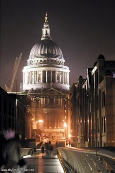 Dre says: St Paul's Cathedral. Last time I was there you could walk in for free, down a little barricaded space, and you could pay for a tour if you wanted to see more. It's gorgeous, and right across from the Millennium Bridge.