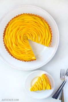 Mango Tart with Vanilla Bean Pastry Cream | http://www.justataste.com/2015/03/mango-tart-vanilla-bean-pastry-cream-recipe/