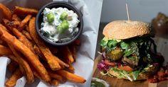 """Heute stellen wir euch zwei Rezepte aus """"Die Burger Bibel"""" vor: den Italian Burger und Süßkartoffel-Pommes. So yammy!"""