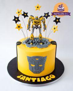 Torta temática de Bumblebee (Transformers) / Bumblebee cake. Transformer Party, Bumble Bee Transformer Cake, Bumble Bee Cake, Bee Birthday Cake, 5th Birthday, Rescue Bots Birthday, Transformers Birthday Parties, Fiesta Cake, Birthday Cakes