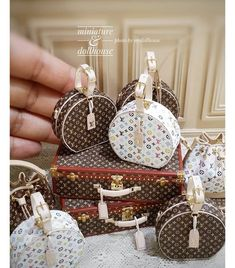 2018 03 miniature louis vuitton bags ♡ ♡ by my dollhouse Miniature Rooms, Miniature Crafts, Doll Furniture, Dollhouse Furniture, Barbie Clothes, Barbie Dolls, Doll House Plans, Paper Purse, Mini Craft