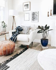 15 Modern Living Room Design Ideas to Upgrade your Home Style – My Life Spot Farmhouse Decor Living Room, Farm House Living Room, Room Design, Trendy Living Rooms, Room Inspiration, House Interior, Apartment Decor, Rustic Living Room, Living Decor