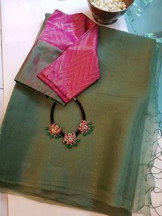 Sari Blouse, Cotton Saree Blouse Designs, Saree Blouse Patterns, Silk Cotton Sarees, Sari Design, Lehenga Designs, Simple Blouse Designs, Sarees Online, Fashion Jewelry