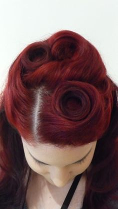awesome curls n rolls, vintage hairstyle  Reminds me of Mimies hair :)