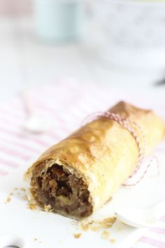 Strudel de manzana - Megasilvita Spanakopita, Fresh Rolls, Sweet Recipes, Cupcakes, Apple, Ethnic Recipes, Desserts, Cooking Ideas, Colour