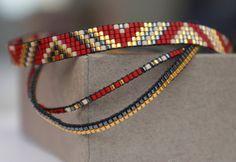 Ensemble de 3 bracelets faits à la main.  Tous les bracelets sont faits avec des perles Miyuki, ceux-ci sont fabriqués à partir de la plus petite taille perles Mt. 15. Perles Miyuki sont de haute qualité et le bracelet est fini avec un fermoir plaqué or.  Cette liste est pour le 3 bracelets.   Longueur : Vous pouvez prendre un bracelet bien raccord et ces mesure pour déterminer la bonne taille de votre bracelet. Les bracelets sont faits sur mesure et ne contenant aucune chaîne dextension. La…