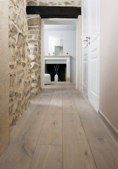 Le parquet : inspirations déco - Best of pins! Parquet Flooring, Wooden Flooring, Style At Home, Design Parquet, Stone Houses, Floor Design, Design Design, Home Staging, Home Decor Styles