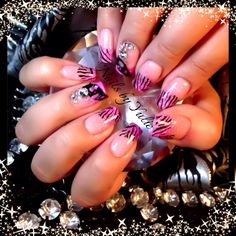 LOVEEEE... Sculpted nails. Stamp with engraving design on ring finger..
