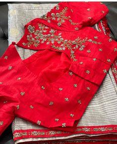 New Saree Blouse Designs, Simple Blouse Designs, Stylish Blouse Design, Bridal Blouse Designs, Blouse Styles, Saree Embroidery Design, Embroidery Blouses, Traditional Blouse Designs, Saree Jackets