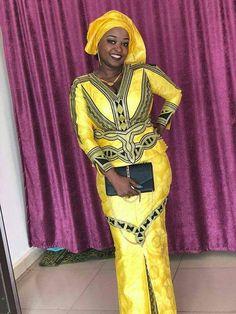 Jaune robe africaine bazin avec broderie noir. Robe a un v cou et manches longues. La jupe est droite et longueur de la cheville. La robe vient avec un enveloppement de la tête. Nous suggérons que vous nous laissez vos mesures pour obtenir un meilleur ajustement. Mais si vous êtes en African Men Fashion, Africa Fashion, African Beauty, African Women, African Traditional Wedding, African Traditional Dresses, African Wear Dresses, African Attire, Senegalese Styles