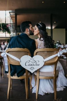 Enthralling wedding photography pictures - bag creative brilliance from the photo presentation. Wedding Photography Checklist, Wedding Photography Styles, Rustic Wedding, Our Wedding, Dream Wedding, Wedding Chairs, Marry Me, Wedding Pictures, Marie