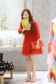 SNSD Tiffany Valentino store visit, photo by http://completebliss.kr/