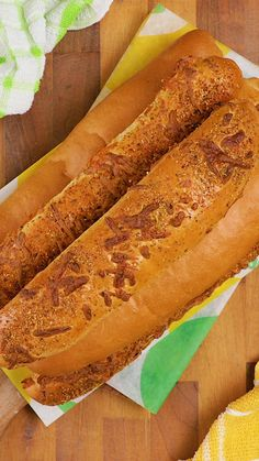 A Subway-style Herb and cheese bread in the comfort of your own kitchen Sign us up Homemade bread has never tasted so good Bread Recipes, Baking Recipes, Healthy Recipes, Picnic Foods, How To Make Bread, Desert Recipes, Food Items, High Tea, Food And Drink