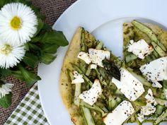 Zielona pizza ze szparagami