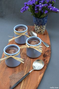 recette maison de Une mousse au chocolat onctueuse agrémentée de copeaux de chocolat et relevée de fleur de sel par radis rose
