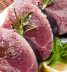 Marinade de thon rouge à la citronnelle, gingembre, soja et coriandre, au braséro plancha OFYR