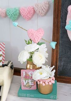 Create this simple and easy Valentine's Day Craft with kids. Mess free and no glue!