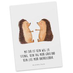 Postkarte Igel Liebe aus Karton 300 Gramm weiß - Das Original von Mr. & Mrs. Panda. Diese wunderschöne Postkarte aus edlem und hochwertigem 300 Gramm Papier wurde matt glänzend bedruckt und wirkt dadurch sehr edel. Natürlich ist sie auch als Geschenkkarte oder Einladungskarte problemlos zu verwenden. Jede unserer Postkarten wird von uns per Hand entworfen, gefertigt, verpackt und verschickt. Über unser Motiv Igel Liebe Das Gefühl verliebt zu sein und seinen Verbündeten gefunden zu haben is