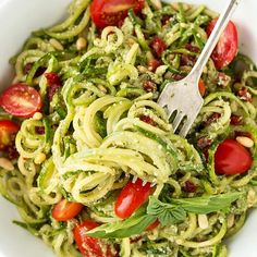 🍅INGREDIENTS🍅 2 c. zucchini noodles (or pasta of choice) 1 avocado 1 clove garlic, minced Handful of basil 2 tbsp lemon juice . ♨️OPTIONALS 1 c.kale c. Zucchini Pesto, Zucchini Noodles, Cooking Recipes, Healthy Recipes, Clean Recipes, Healthy Foods, Vegetarian Recipes, Healthy Eating, Pesto Pasta