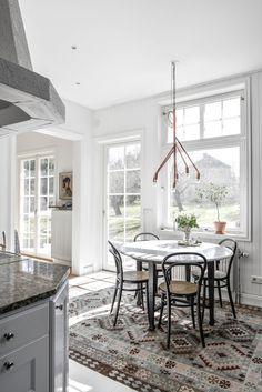 Måla på klinkers – Drömhus Kitchen Dining, Dining Room, Dining Table, Inspiration, Furniture, Design, Home Decor, Kitchens, Interiors