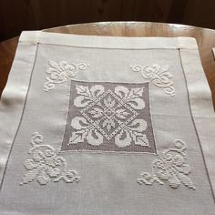 The pleasure of embroidery - tessa Hardanger Embroidery, Cross Stitch Embroidery, Hand Embroidery, Embroidery Designs, Christmas Tree Embroidery Design, Freestanding Lace Embroidery, Drawn Thread, Etsy Christmas, Linens And Lace
