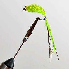 Chartreuse with peacock herl in tail Fly Fishing Lures, Fishing Tips, Saltwater Flies, Lure Making, Salmon Flies, Fly Tying Patterns, Red Fish, Trout, Peacock