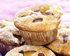 Come and try our delicious recipe for warm spiced plum muffins. This recipe is a great way to use up any leftover stoned fruits. Muffin Recipes, Cupcake Recipes, Snack Recipes, Cooking Recipes, New Easy Recipe, Cake Cookies, Cupcakes, Paper Cake, Small Cake