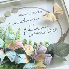 No photo description available. Wedding Frames, Wedding Gifts, Wedding Ideas, Origami, Diy And Crafts, Wedding Decorations, Place Card Holders, Muslim, Flowers