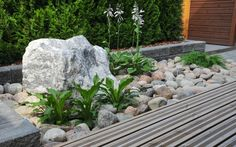 Ennen – Jälkeen: Rivitalopiha ilman nurmikkoa Garden Pool, Garden Plants, Dream Garden, Home And Garden, Terraced Backyard, Rock Fountain, Deck Planters, My Secret Garden, Garden Planning