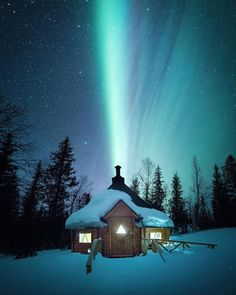 Experiencing the all-natural sensation of aurora borealis– aka Northern Lights– belongs on every vacationer's pail list. Nature Architecture, Northen Lights, Destinations, Sky Full Of Stars, Winter Scenery, Winter Sky, Dark Skies, Science And Nature, Night Skies