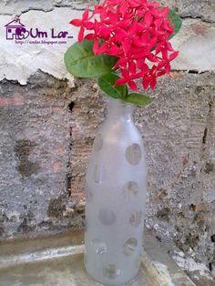 Um lar...: Passo a passo: Efeito jateado em garrafas de vidro!