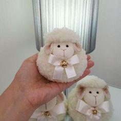 Sheep Crafts, Yarn Crafts, Felt Crafts, Easter Crafts, Paper Flower Decor, Flower Decorations, Paper Flowers, Xmas Decorations, Hobbies And Crafts