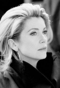 LA BELLE DENEUVE : Photo