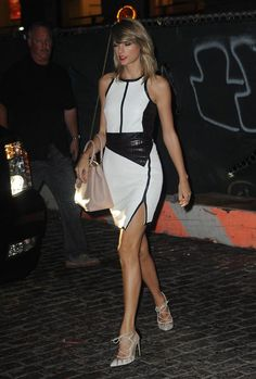 Taylor Swift Night Out Style - Out in New York City - August 2014 Taylor Swift Country, Taylor Swift Hot, Red Taylor, Live Taylor, Kim Kardashian Taylor Swift, Taylor Swift Birthday, Taylor Swift Pictures, Young Models, Rihanna
