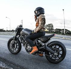 Scrambler Motorcycle Girls Bobbers Ideas For 2019 Ducati Scrambler Cafe Racer, Scrambler Motorcycle, Motorcycle Women, Motorcycle Gear, Female Motorcycle Riders, Honda 125, Lady Biker, Biker Girl, Triumph Motorcycles