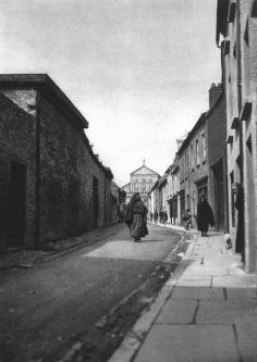 Carrick-On-Suir, Ireland. By E.O. Hoppé. 1926