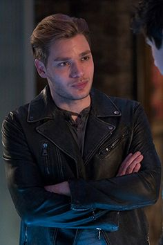 Exclusive: Shadowhunter's Dominic Sherwood Talks Kisses & Chemistry