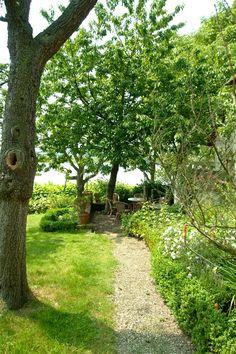 De paden op, de lanen in ... wandeling in de tuin ...