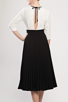 Flattering slit-back two-toned pleated crepe dress from Lilli Jahilo AW14/15