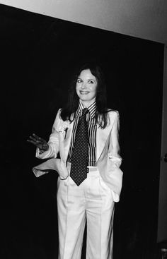 The always-dapper Diane Keaton complemented her suit with an oversized tie and striped blouse for the Academy Awards in 1976. #tuxrevolution