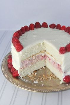 Raspberry Cheesecake Cake Recipe: Raspberry cheesecake sandwiched between two layers of vanilla cake, surrounded with cream cheese frosting and fresh raspberries! Cheesecake Cake, Raspberry Cheesecake, Cheesecake Recipes, Dessert Recipes, Raspberry Cake, Pumpkin Cheesecake, Recipes For Cakes, Raspberry Wedding, Raspberry Frosting
