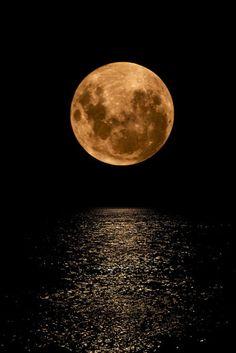 Moon light on the river (by CoMyWo) - Tinnacriss Moon Moon, Luna Moon, Moon Art, The Moon, Dark Moon, Night Sky Wallpaper, Wallpaper Space, Dark Wallpaper, Galaxy Wallpaper