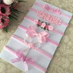 Recycle old materials into beautiful decorations 😍 Baby Girl Bows, Baby Girl Headbands, Girls Bows, Newborn Headbands, Rainbow Headband, Felt Headband, Diy Hair Bows, Diy Bow, Felt Flowers