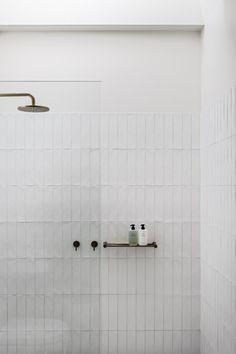 Bathroom Renos, Bathroom Wall, Bathroom Interior, Washroom, Modern Bathroom, Brass Bathroom, Interior Livingroom, Remodel Bathroom, Decor Inspiration