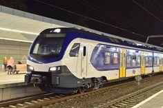 NS Reizigers FFF-Stel 2508 op station Arnhem Centraal, Zaterdagavond 5 November.