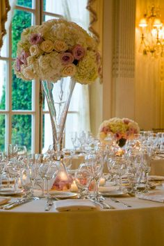Whites, Ivory and Pinks. High Centerpiece. www.charlotte-design.com