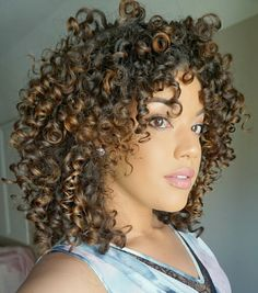 Hair balayage curly highlights 60 ideas for 2020 Curly Hair Tips, Curly Hair Care, Short Curly Hair, Curly Hair Styles, Natural Hair Styles, Brown Hair With Blonde Highlights, Natural Hair Highlights, Colored Curly Hair, Mixed Hair
