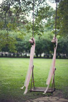 foxontherunbride:    (via Weddings and Events / swing.)