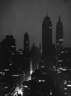 nyc nightscape My favorite city of all! Photo New York, Empire State Of Mind, Black And White Aesthetic, Black White, Concrete Jungle, Night City, City Lights, Night Lights, Oh The Places You'll Go